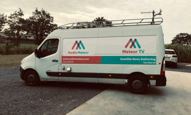 Nieuwe belettering camionette en mobiele studio